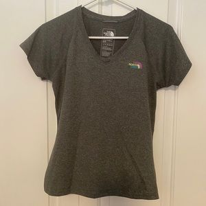The North Face Tee Women's T-Shirt Gray Small